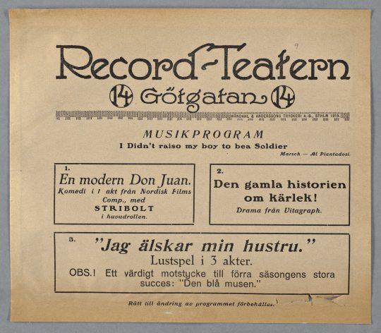 """Musiken var inte sällan ett oundgängligt inslag i den dåtida biografkulturen. I Record-Teaterns biografblad ovan återfinns en av första världskrigets mest kända pacifistiska sånger, """"I didn't raise my boy to be a soldier"""". (Sången översattes till svenska av Ernst Rolf, """"Ej till soldater föddes våra söner"""", och spelades in med Gustav Fonandern.) [Lunds universitetsbibliotek]"""